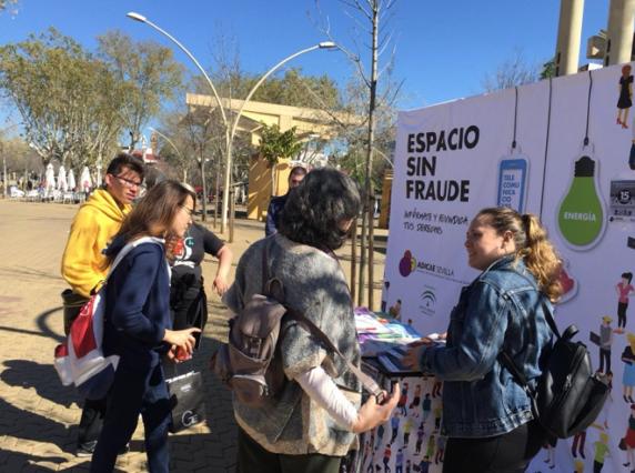ADICAE Andalucía organiza este sábado mesa informativa sobre alimentación yreciclaje