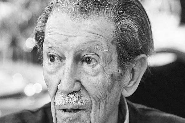 Adiós de Málaga al poeta y articulista Manuel Alcántara