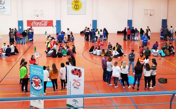 El 061 enseña primeros auxilios a 200 personas en la Universidad de Cádiz