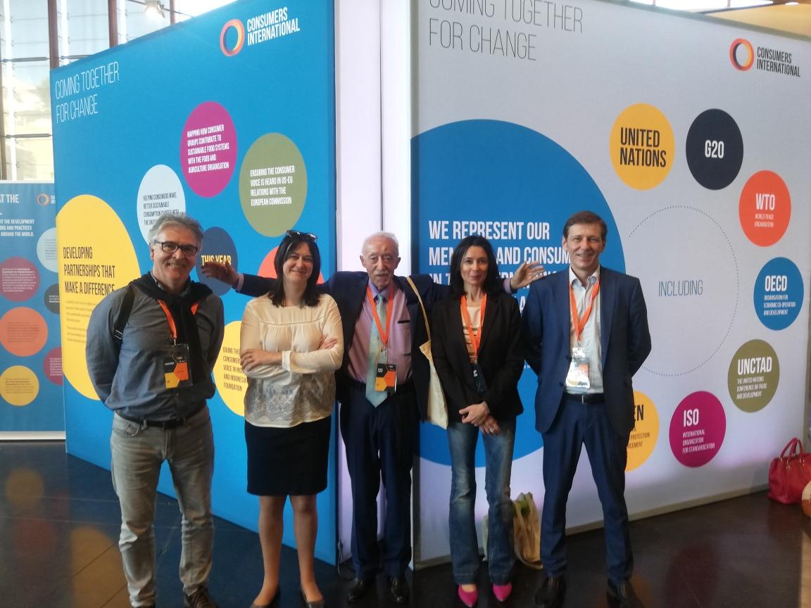 Los consumidores abordan los desafios de la innovación digital
