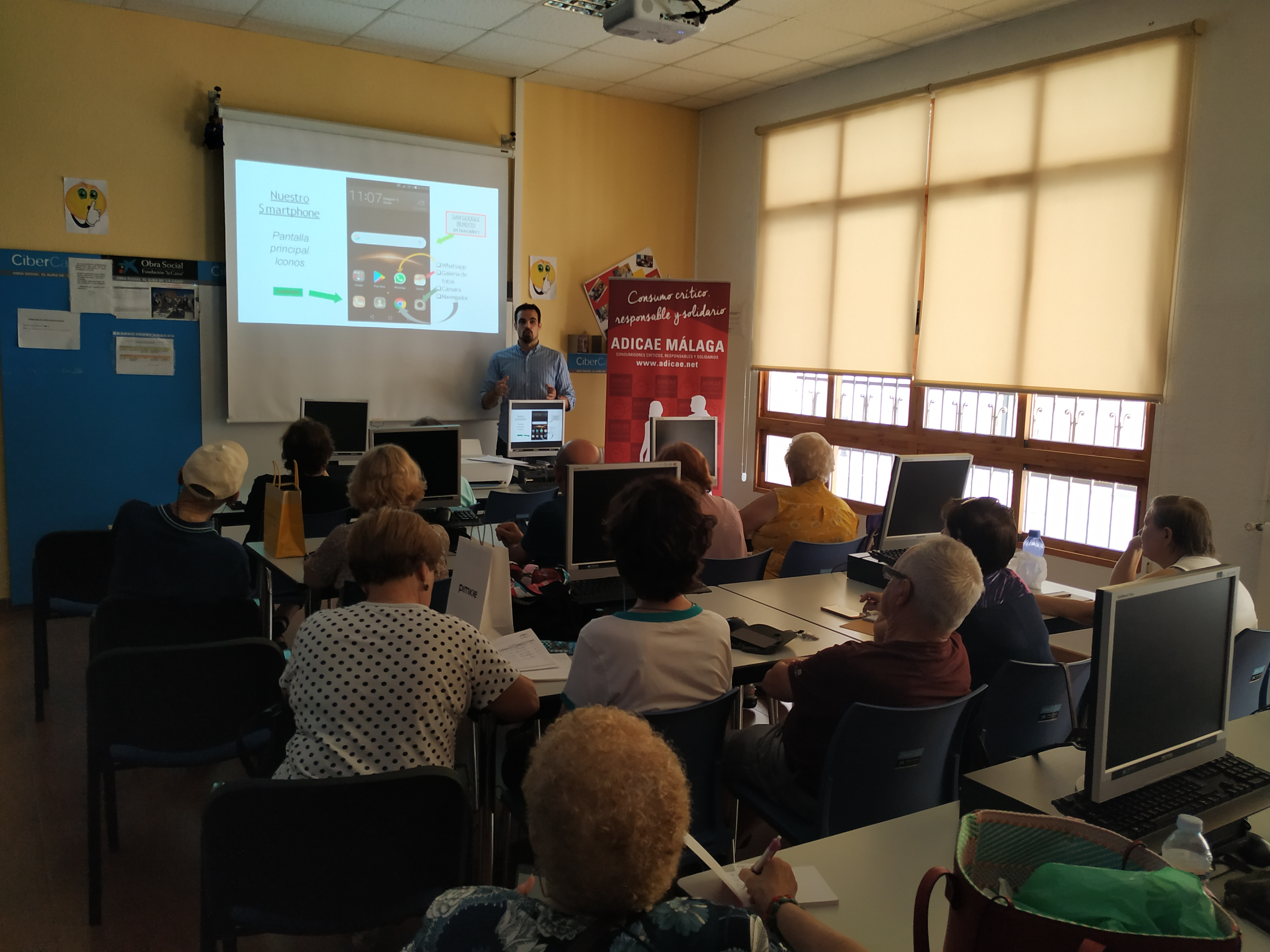 ADICAE Málaga forma a las personas consumidoras en el uso responsable de las nuevas tecnologías