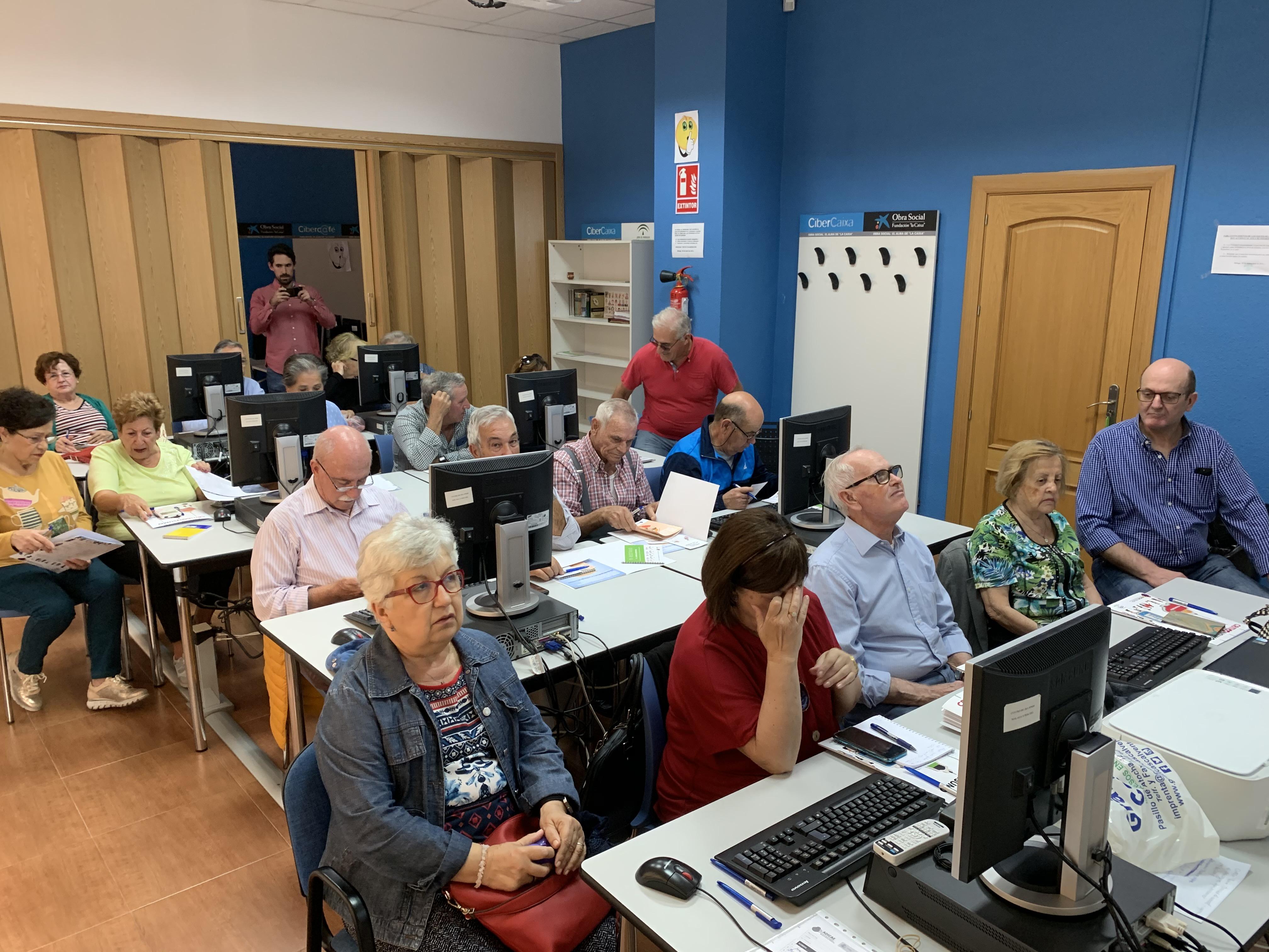 ADICAE Andalucía realizó talleres de e-commerce
